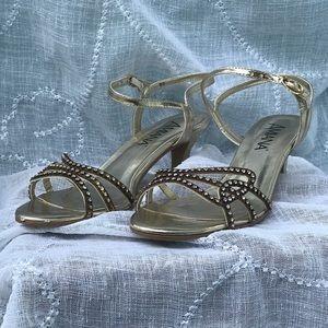 d8421fe47c Amiana · Beautiful, dress sandals with rhinestone chain